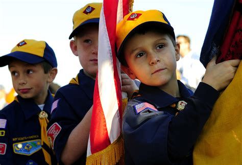 Tidewater Boats Vs Scout by File Us Navy 081004 N 5345w 021 Cub Scouts Prepare To