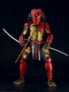 Predators - 1/4 Scale Big Red & Elder Action Figures by