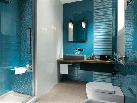 Badezimmer Mosaik Streifen by Badezimmer Design Mit Wand Und Bodenfliesen Mit Streifen