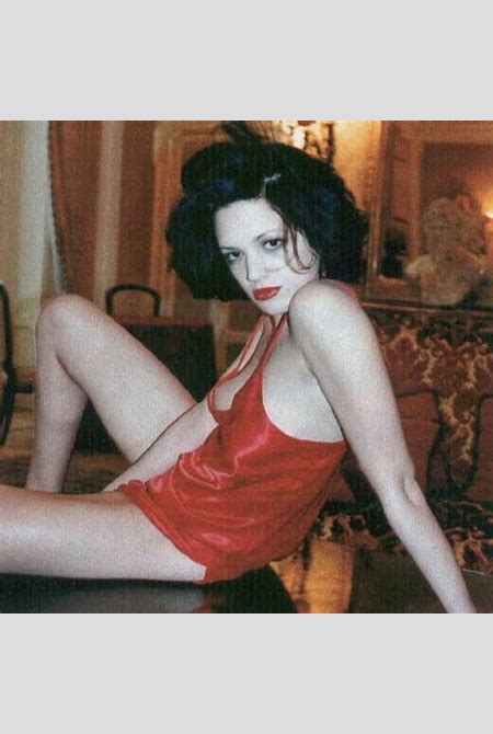 Asia Argento's Legs | Hot and Sexy Celebrity Images | Zeman Celeb Legs