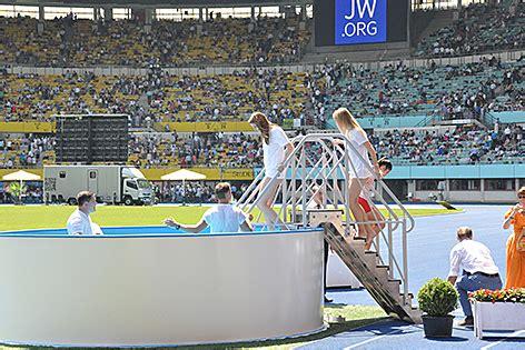 Pool Befüllen Lassen by Zeugen Jehovas F 252 Llen Das Ernst Happel Stadion Religion