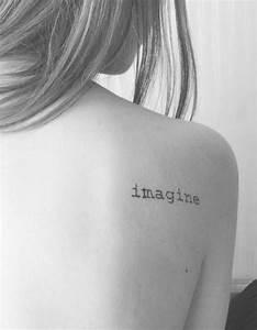 Phrase Tatouage Sur La Force : tatouage phrase sur l 39 omoplate 30 jolis messages se faire tatouer elle ~ Melissatoandfro.com Idées de Décoration