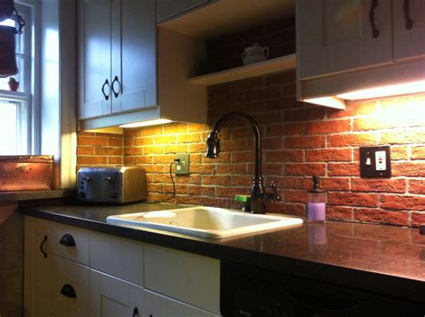 Red Backsplash Kitchen : Narrow Kitchen Spaces Decoration Ideas With Red Brick