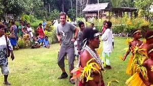 Harro tanzt in Papua Neuguinea