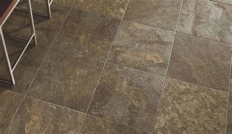 piastrelle linoleum autoadesive pavimenti in pvc caratteristiche prezzi e opinioni