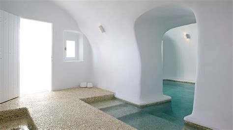 Kirini Santorini Hotel ? Minimalist Luxury In The