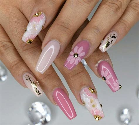 stylish acrylic nail designs