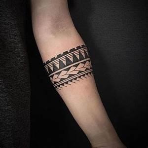 Tattoo Armband Handgelenk : die besten 25 armband tattoos ideen auf pinterest armband tattoo tattoo band und band tattoos ~ Frokenaadalensverden.com Haus und Dekorationen