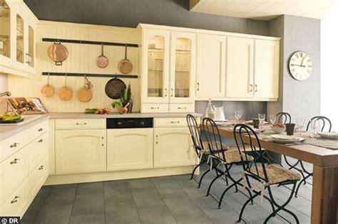 peindre une cuisine rustique peindre meuble de cuisine en chene images
