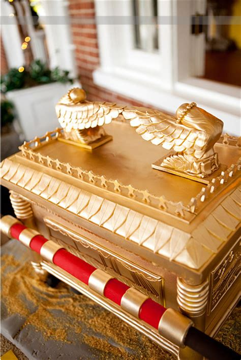 indiana jones ark   covenant cake