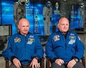Scott Kelly and Mark Kelly at the Johnson Space Center | NASA