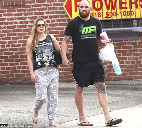 Ronda Rousey Boyfriend Suzuki by Ronda Rousey S Boyfriend Travis Browne Is Now Divorced