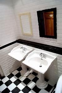 Salle De Bain Carrelage Noir : salle de bain avec carrelage noir et blanc au sol et ~ Dailycaller-alerts.com Idées de Décoration