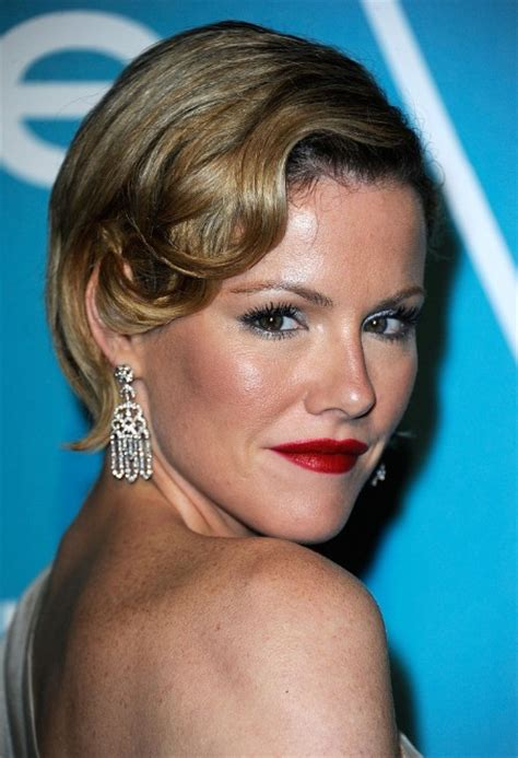 kathleen robertson hairstyles glamorous short soft retro