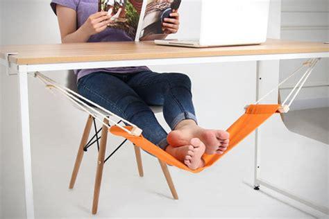 Foot Hammock For Desk by Fuut Desk Foot Hammock Hiconsumption