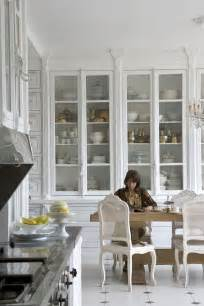kitchen color ideas with white cabinets best 25 glass front cabinets ideas on