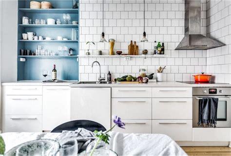 cuisine blanche et bleu cuisine blanche et bois mur bleu wraste com