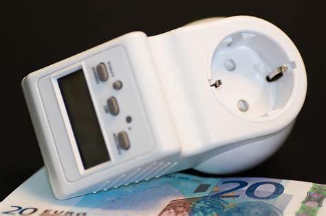 Strom sparen im Urlaub  diese Geräte sollten Sie ausschalten