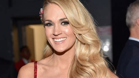 Carrie Underwood Debuts Shorter, Trendy Lob Haircut On