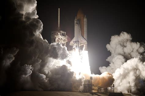 Space Shuttle Wall Paper Discovery Races Toward Space Nasa