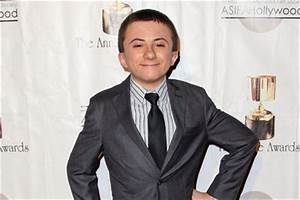 Atticus Shaffer 2018: dating, tattoos, smoking & body ...