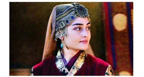Benim gelecekteki emellerimi gerçekleştirmeyi üstlenen gençler! Esra Bilgic Role in Pakistani Drama Industry    Ertugrul Ghazi