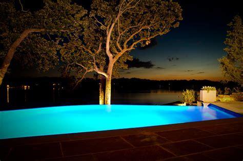 Lake House Infinity Edge Pool and Integrated Spa   Modern