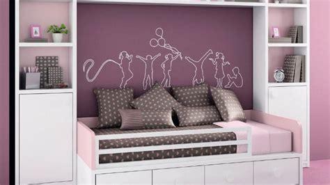 chambre fille beige et la chambre des jeunes filles s habille de violet