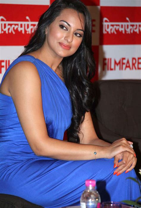 sonakshi sinha latest pics high resolution pictures