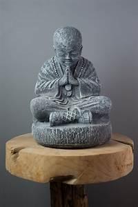 Statue Bouddha Maison Du Monde : petite statue moine shaolin gris 37 cm ~ Teatrodelosmanantiales.com Idées de Décoration