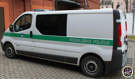 Interese par svešām automašīnām beidzas ar policijas ...