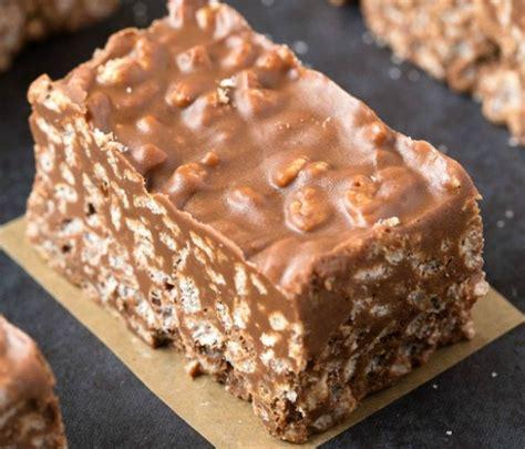 dessert sans oeufs rapide recette facile de barres crunchies au chocolat et beurre d arachides sans cuisson