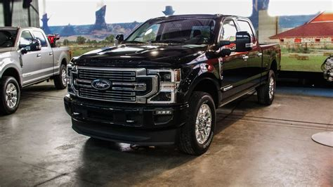 ford  series super duty receives  engines