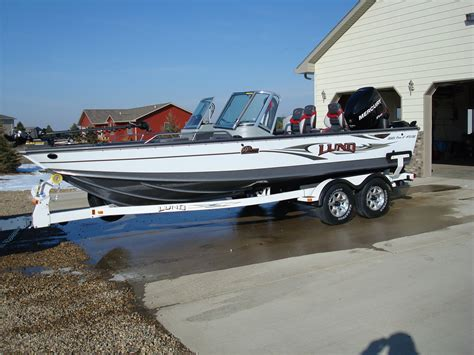 Lund Boats For Sale Walleye Central by Lund Pro V Walleye Boat