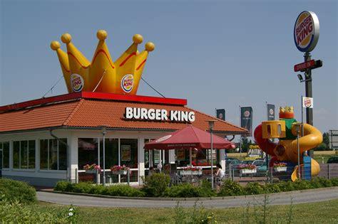 siege burger king restauration burger king veut créer 4 000 postes par an
