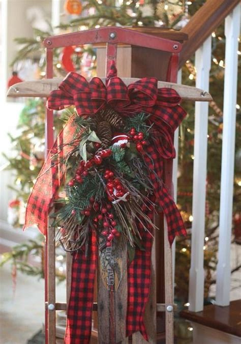 35 Cozy Plaid Décor Ideas For Christmas   DigsDigs