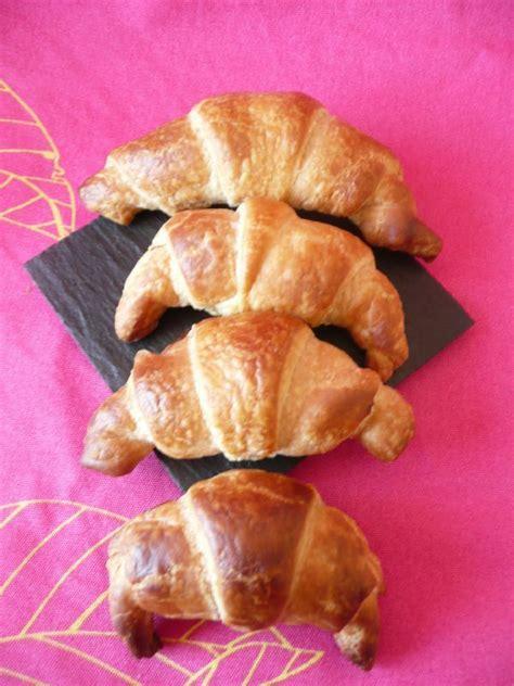 croissants aux chocolat a la p 226 te feuillet 233 e dans sa cuisine