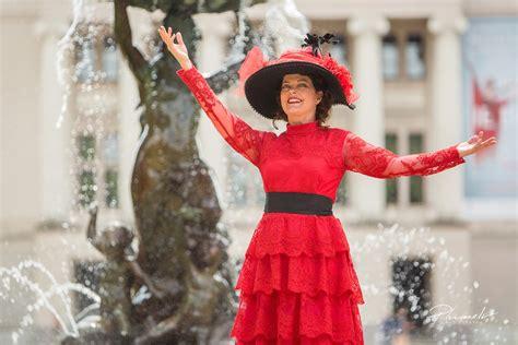 Jūgendstila tērpu parādē modeļu lomā iejutīsies sabiedrībā pazīstamas dāmas - Kultūra - epadomi.lv