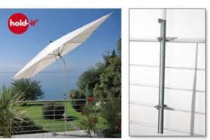 balkon sonnenschirmhalter avali hold it der sonnenschirmhalter aus edelstahl für sonnenschirme an geländern auf