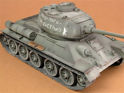 T-34/85 Model 1945 by Andrew Judson (Dragon/DML 1/35)