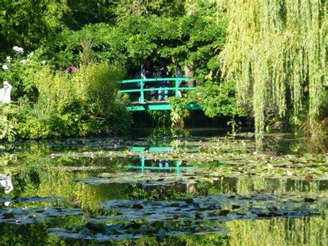 お庭 picture of claude monet s house and gardens giverny