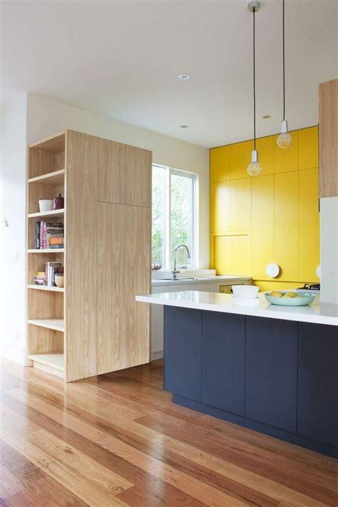 fa軋de de porte de cuisine 17 meilleures idées à propos de armoires jaunes sur armoires de cuisine jaune peinture à la cuisine jaune et des placards de