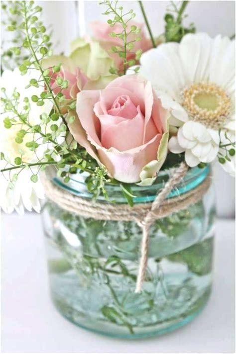 blumen dekorieren im glas blumen tischdeko im glas glas deko stilvoll und