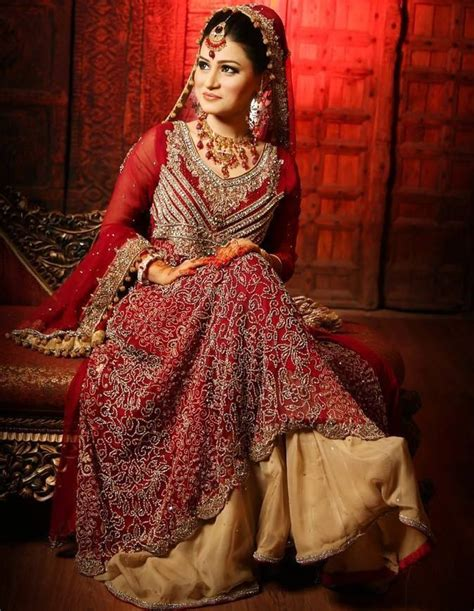 South indian bridal makeup with muted eyes and bold lips. Indian Wedding Dresses | DressedUpGirl.com