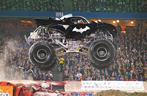 monster jam batman truck llega a españa el monster jam un espectáculo con monster
