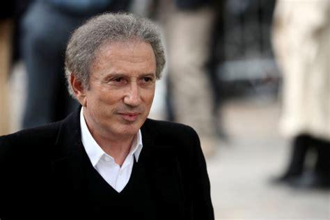 Michel drucker ретвитнул(а) laure kermanac'h. Michel Drucker en soins intensifs : La nouvelle très inquiétante qui vient de tomber