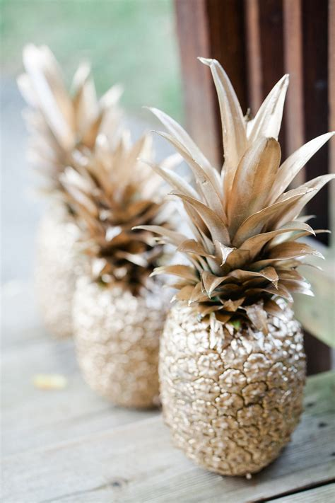 spray paint pineapple  easy  cheap decor
