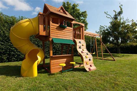 jeux en bois extérieur jeux exterieur bois affordable aire de jeux en bois d extrieur en sur int 233 rieur id 233 es