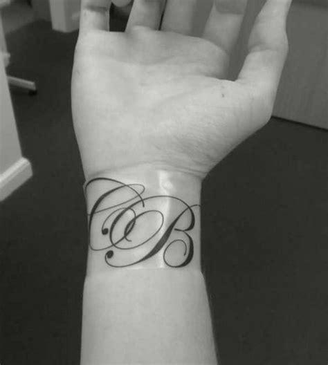 Modele Tatouage Initiale Poignet  Tattoo Boutique