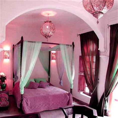 exotic moroccan bedroom decorating light  deep purple